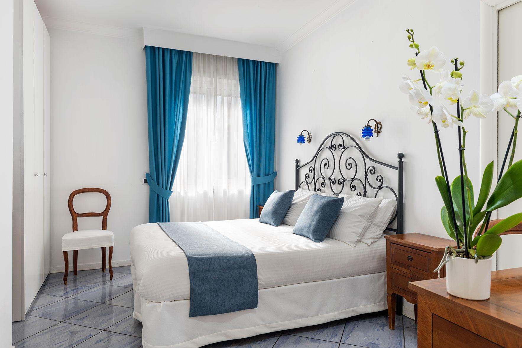 camere-classic-fiorentini-residence-napoli-9